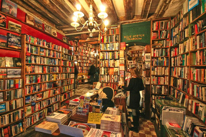 inside shakespeare and co