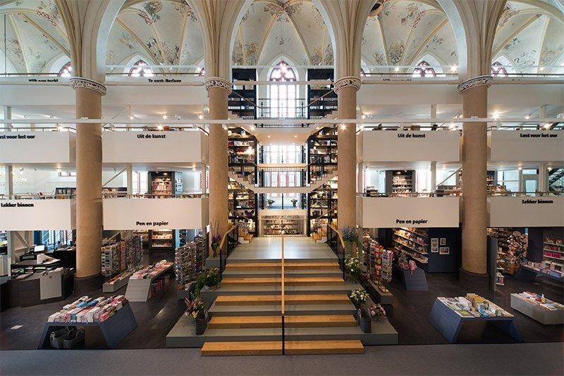 Modern Bir Kitapçıya Dönüştürülen 15. Yüzyıl Katedrali
