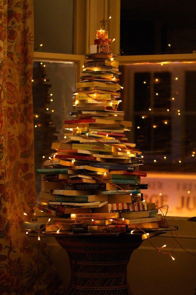 kitaptan yılbaşı ağacı kitaplıkkedisi