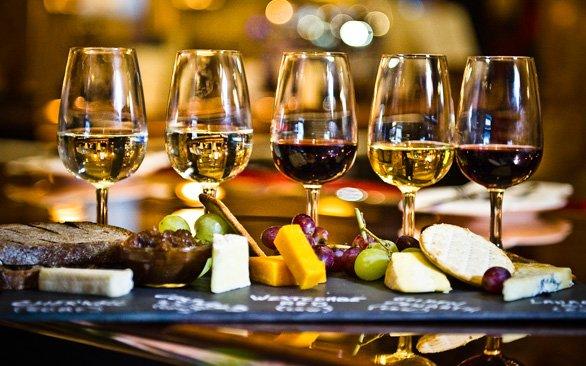 İnceliklerin Kadehindeki Şarap - Deniz Gürsoy